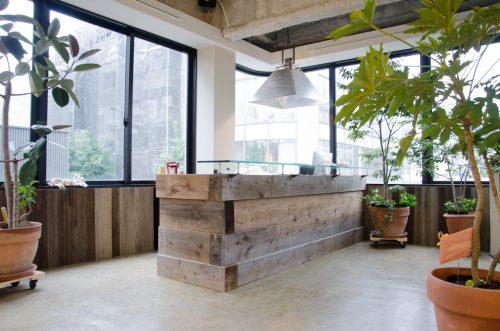 店内 カウンター|熊本市並木坂の美容室|BEHIND THE CURTAIN